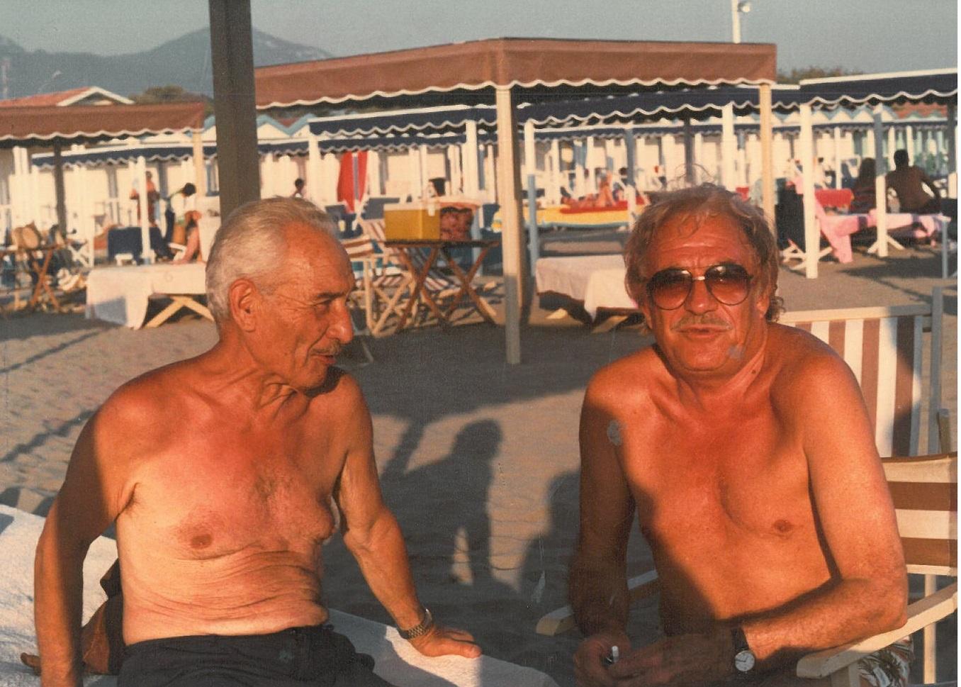 Anno 1985 clicca per scoprire a tavola sulla spiaggia for Bagno forte dei marmi