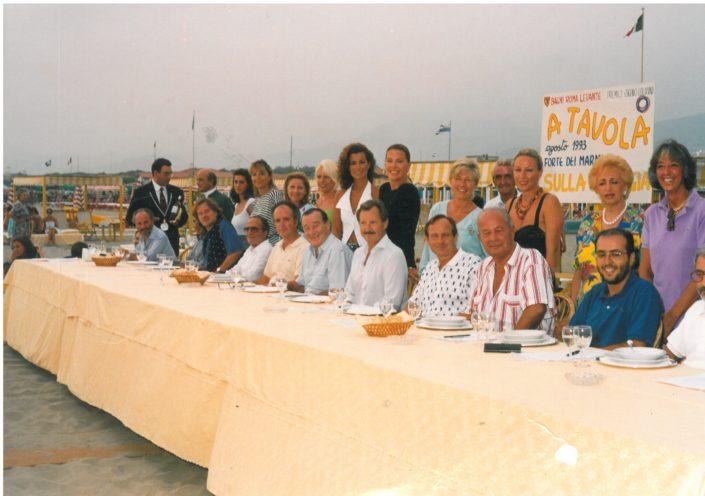 1993 Forte dei Marmi, bagno Roma Levante - La giuria e in piedi le 12 concorrenti