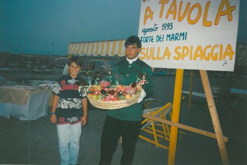 1993 - Forte dei Marmi, bagno Roma Levante - Un giovanissimo Lorenzo Mercatali già curioso della buona cucina