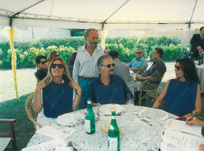1994 - Forte dei Marmi, bagno Roma Levante - Flavia e Gianni Mercatali con Fernando Botero e Sophie Vari