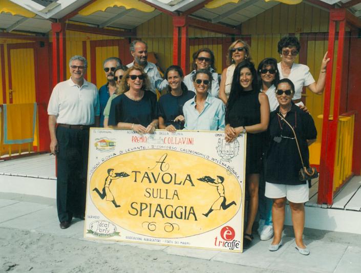 1994 - Forte dei Marmi, bagno Roma Levante - Tony May, Fernando Botero, Gianni Mercatali con le 12 concorrenti