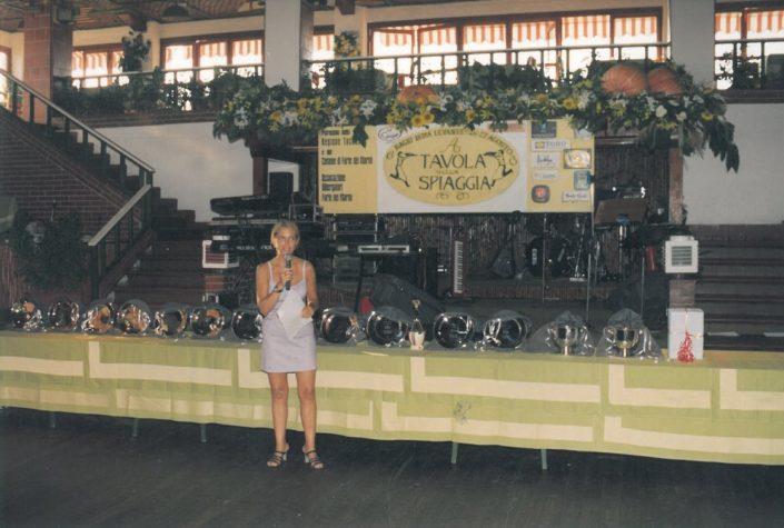 1999 - Forte dei Marmi, La Capannina - Irene Thaon de Revel conduce la premiazione