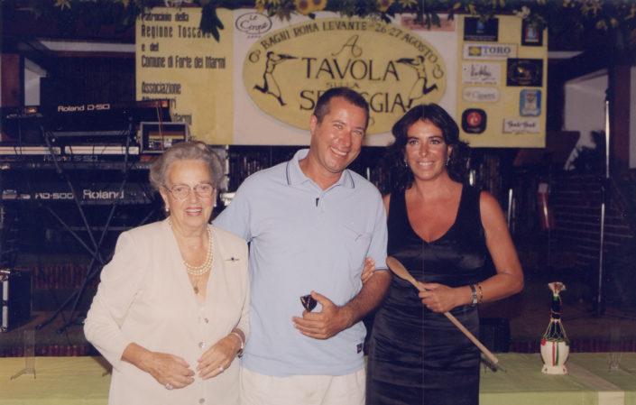 1999 - Forte dei Marmi, La Capannina - Sandro Vannucci con Anna Brosio campionessa 1997 che ha ceduto il mestolo a Rosaria Panatta campionessa 1998