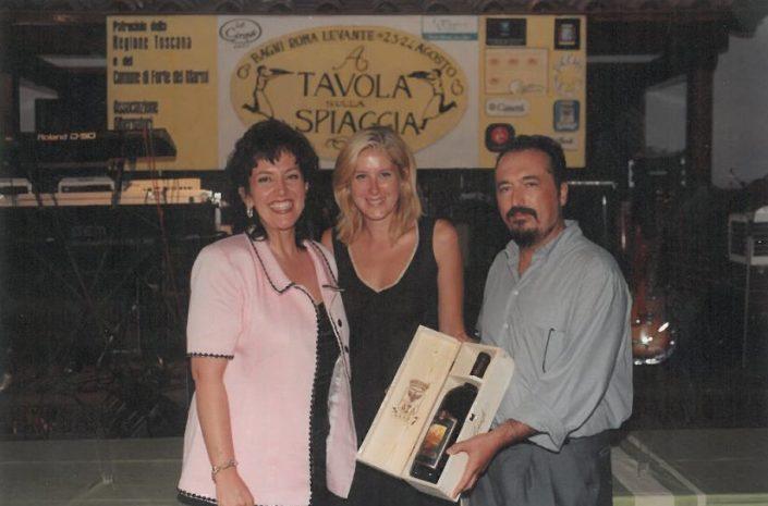 2000 – Forte dei Marmi, La Capannina - Lisa Gori premiata da Remo Grassi di Castello Banfi e da Cristina Guidi