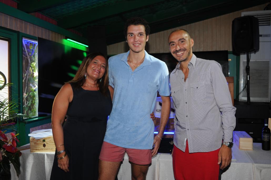 Simona Pedini con il figlio Tommaso Baccini e Salvatore Madonna