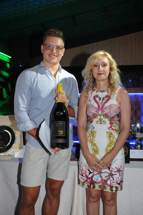 Enrico Di Nardo premiato da Bianca Tecchiati
