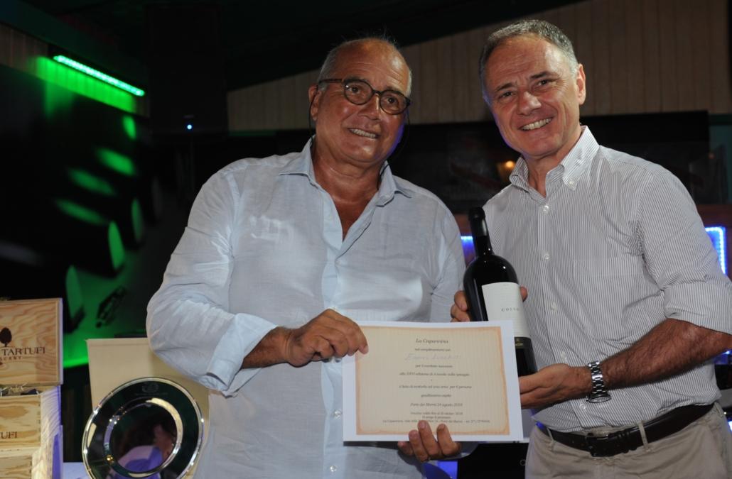 Enrico Lucchesi premiato da Andrea Cecchi